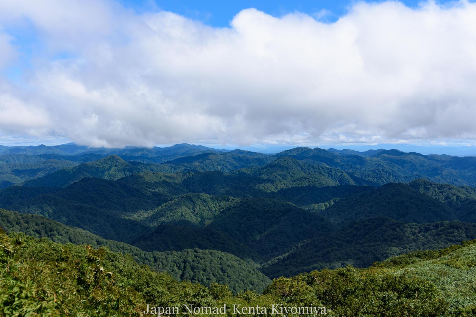 【青森県・白神岳】世界遺産「白神山地」の美しいブナ林を一望する登山