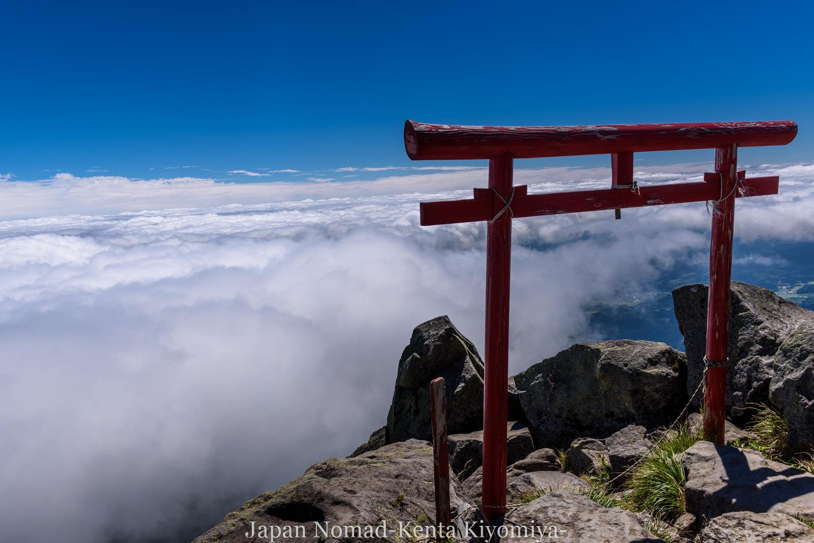 【青森県・岩木山】夏は地獄の藪漕ぎ「長平ルート」から雲海の待つ山頂へ